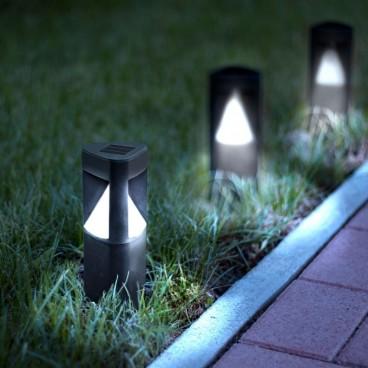 Lampa solara triunghiulara pentru gradina, Aprindere automată la lăsarea întunericului